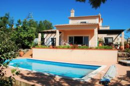 Detached villa with pool on golf resort near Carvoeiro